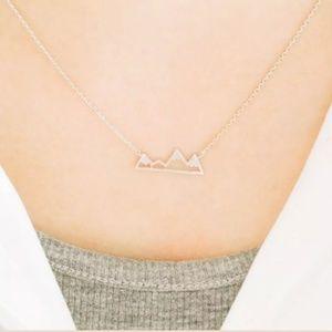 Jewelry - Silver snowy mountain necklace